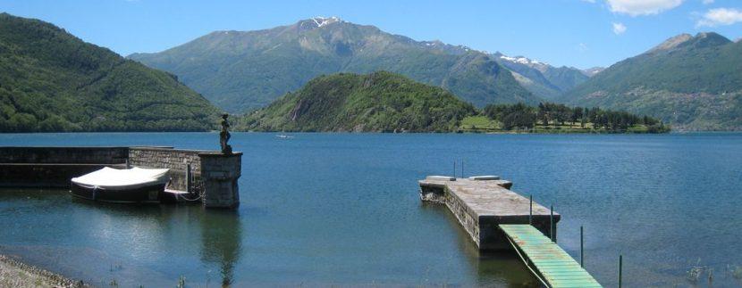 Ville di Lusso Lago Como Proprietà Fronte Lago Colico con Darsena con giardino